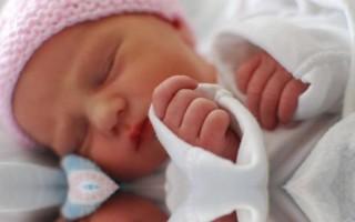 Erken dünyaya geldi, 23 gün boyunca uyudu!