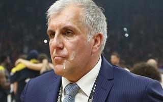Obradovic'in yüzüne tükürüldü mü? İşte o görüntü!