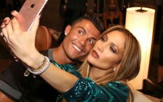 Jennifer Lopez ile şaşırtan yakınlaşma!