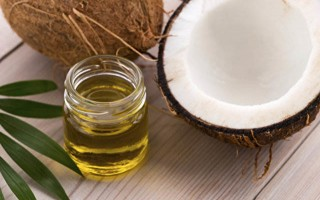 Sağlıklı saçlar için hindistan cevizi yağı