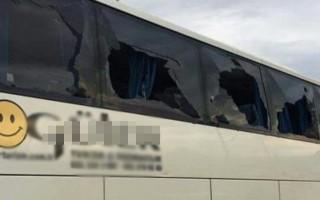 Süper Lig'de şok! Otobüs taşlandı...