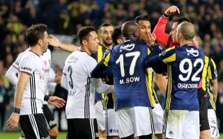 Fenerbahçe-Beşiktaş maçında ortalık karıştı!