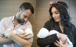 İkiz bebeklerinin yüzünü gösterdi