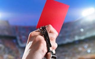 Yardımcı hakeme rağmen yanlış kırmızı kart!
