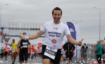 İşitme engelli maratoncu, işitme engelli çocuklar için koştu
