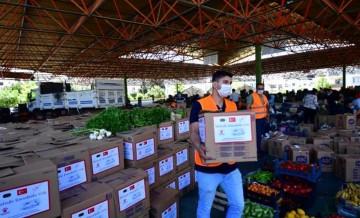 Pazarcıların elinde kalan sebze ve meyveyi valilik satın aldı