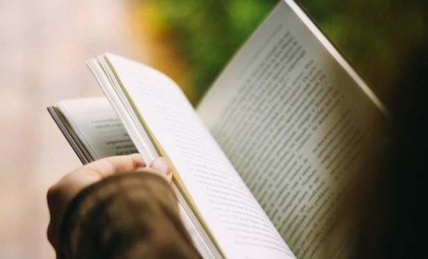 Yolculuk Sırasında Kitap Olurken Neden Mideniz Bulanır
