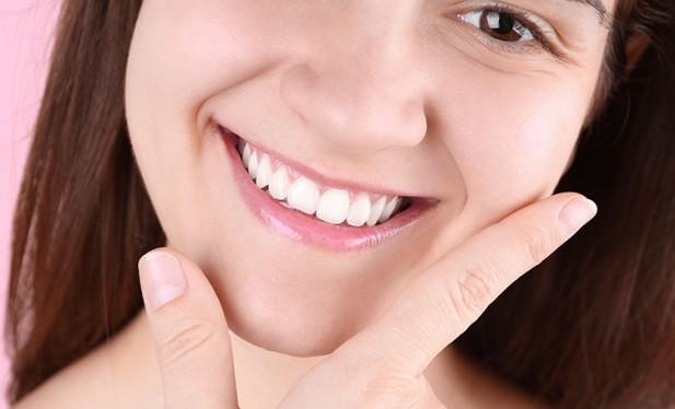 Çapraşık dişler için tek tedavi yöntemi diş teli değil