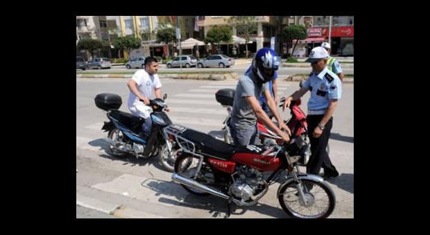 Polis Kask Dağıttı
