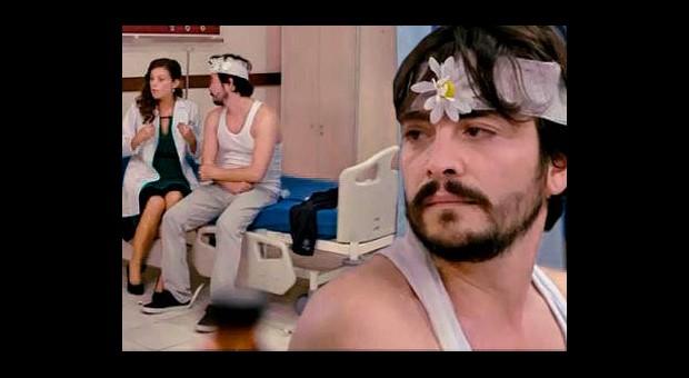 Ahmet, Feride'ye Sürpriz Yapmak İstedi Kahkahalar Havada Uçuştu!
