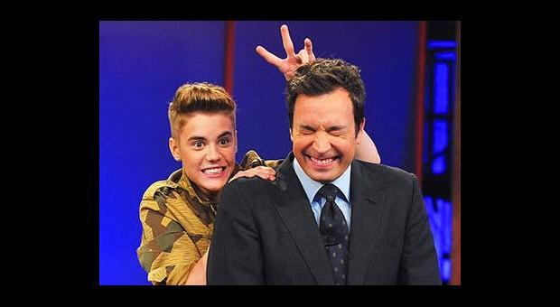Justin Bieber Kiminle Öpüşüyor?