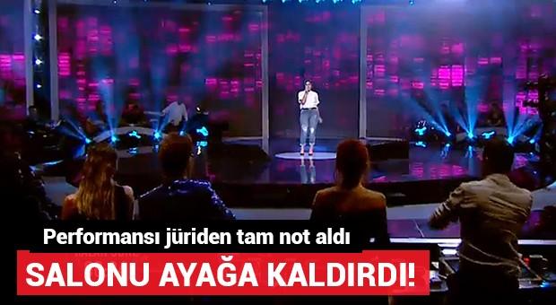 Söylediği şarkıyla tüm stüdyoyu ayağa kaldırdı!