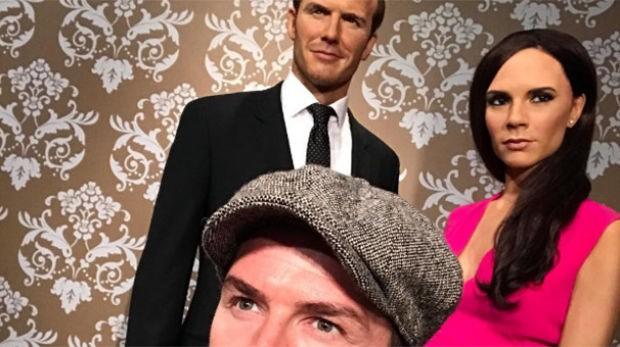 David Beckham, Londra'daki ünlü balmumu heykel müzesi Madame Tussauds'da bulunan kendisinin ve eşi Victoria Beckham'ın heykellerini ziyaret etti