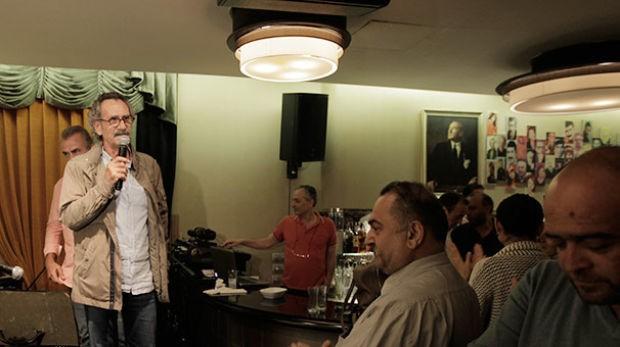 Yeşilçam yıldızlarının buluşma noktası olan Taksim Çiçek Bar, yeni sezona önceki akşam düzenlediği partiyle 'Merhaba' dedi
