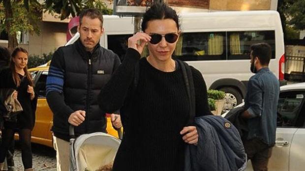 Hande Ataizi, önceki gün eşi Benjamin Harvey ve oğlu Leon'la Nişantaşı'nda objektiflere takıldı