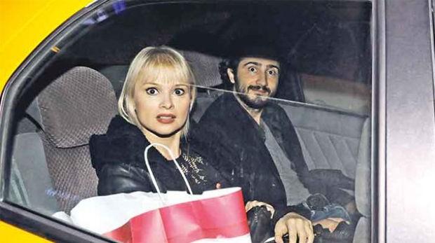 2010 yılında evlendiği Kaan Tangöze'den kendisine ihanet ettiği için ayrılan Seçkin Piriler, Mecidiyeköy'de yeni sevgilisiyle görüntülendi