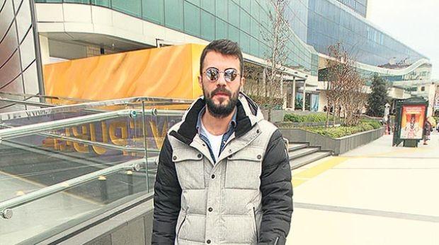 Selami Şahin'in oğlu Lider Şahin, prostat ameliyatı geçiren babasının sağlık durumunun iyi olduğunu söyledi.  İrem Derici'yle aşk yaşayan şarkıcı, şu an için evliliğin erken olduğunu belirtti