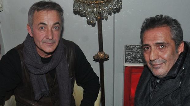Yavuz Bingöl ile Mehmet Aslantuğ, önceki akşam Cihangir'de bir kafede buluştu.  Magazin muhabirlerinin objektiflerine poz veren Yavuz Bingöl ile Mehmet Aslantuğ,