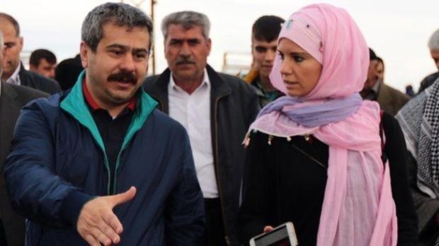 Burcu Çetinkaya, minik oğlu Mehmet Celal'in yüzünü ilk kez gösterdi