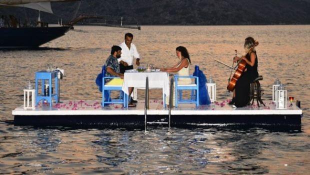Ebru Yaşar ve Necat Gülseven evlilik yıldönümlerini kutladı
