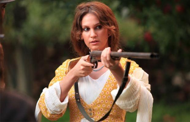 'Kurtlar Vadisi' dizisiyle ünlenen Çiğdem Batur, dizi ve sinema filmi tekliflerini beğenmediği için kabul etmediğini ifade etti