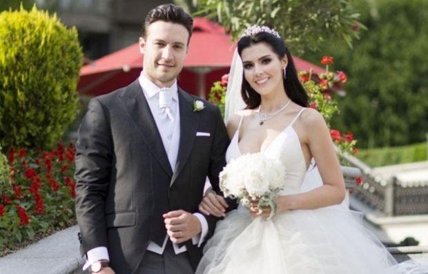 Dört aylık hamile olan Hatice Şendil, eşi Burak Sağyaşar'la objektiflere takıldı