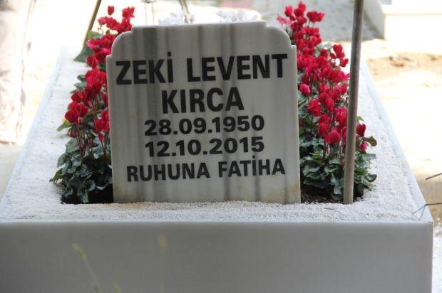 Levent Kırca, ölümünün birinci yılında sevenleri ve dostları tarafından Zincirlikuyu'daki mezarı başında anıldı.