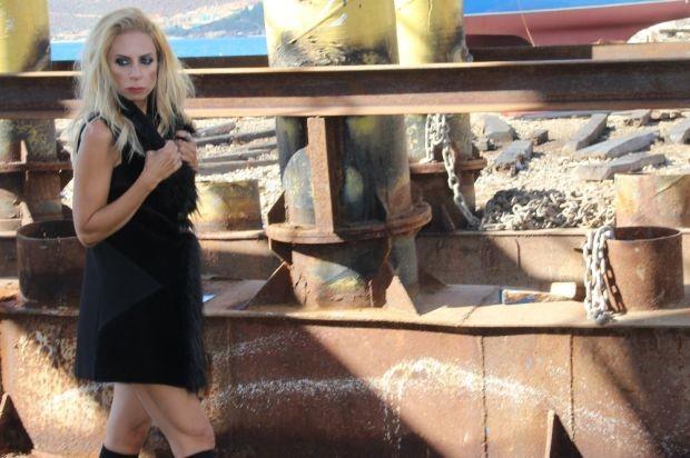 Zeynep Casalini'nin Yeni Şarkısı 'Köprüler'