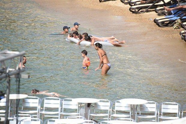 rafet el roman çocuklarıyla tatilde