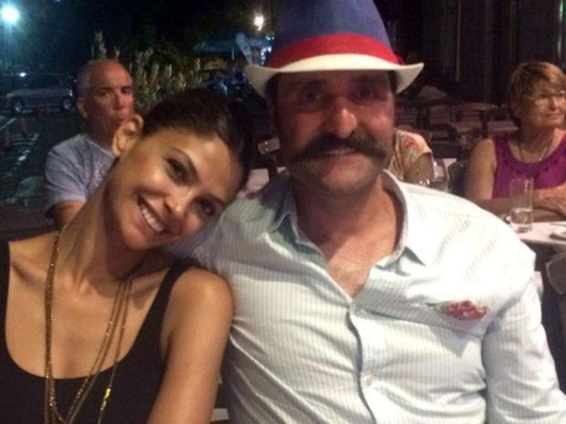 Ünlü oyuncu Timur Acar, eşi Eda Özerkan'la birlikte bir nişan törenine katıldı.