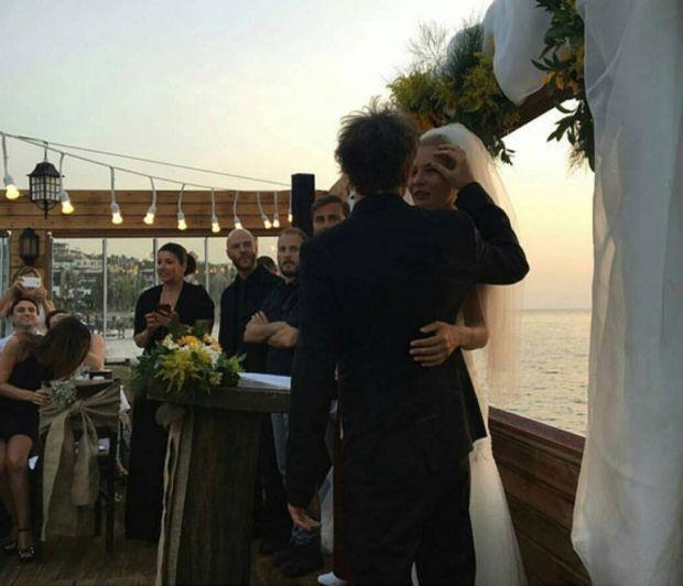 duman grubu üyesi batuhan mutlugil evlendi