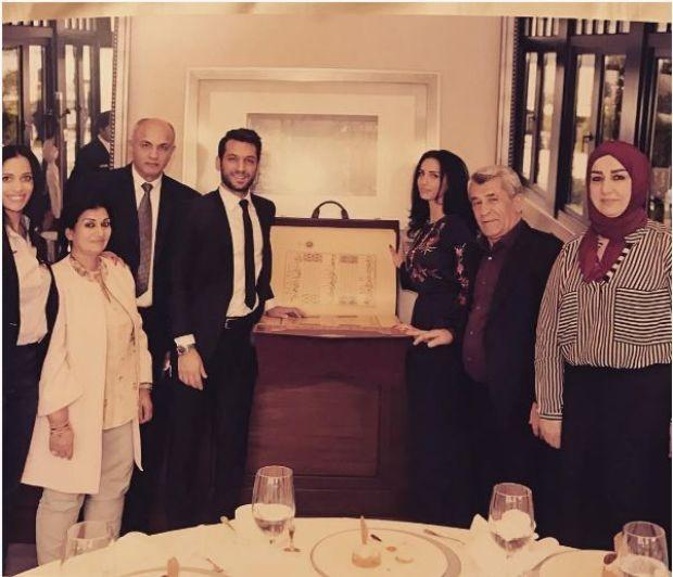 Cumhurbaşkanı Recepn Tayyip Erdoğan, oyuncu Murat Yıldırım ve nişanlısına Kur'an-ı Kerim hediye etti.