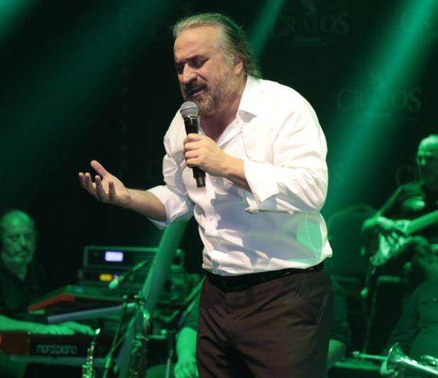 Karadeniz müziğinin güçlü ismi Volkan Konak, geçtiğimiz hafta gündeme gelen 'Amerika'ya taşınıyor' haberlerine açıklık getirdi.