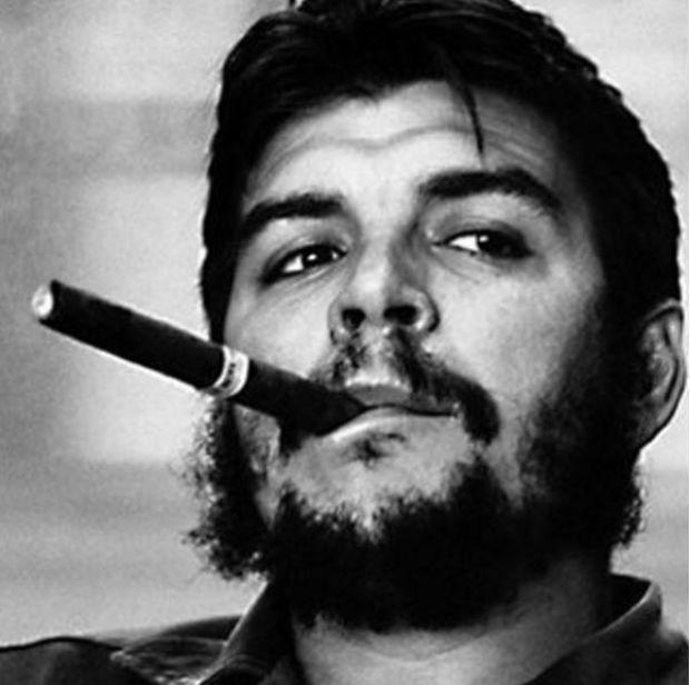 Mert Alaş, 'Fidel Castro' diye Che'nin fotoğrafını paylaştı
