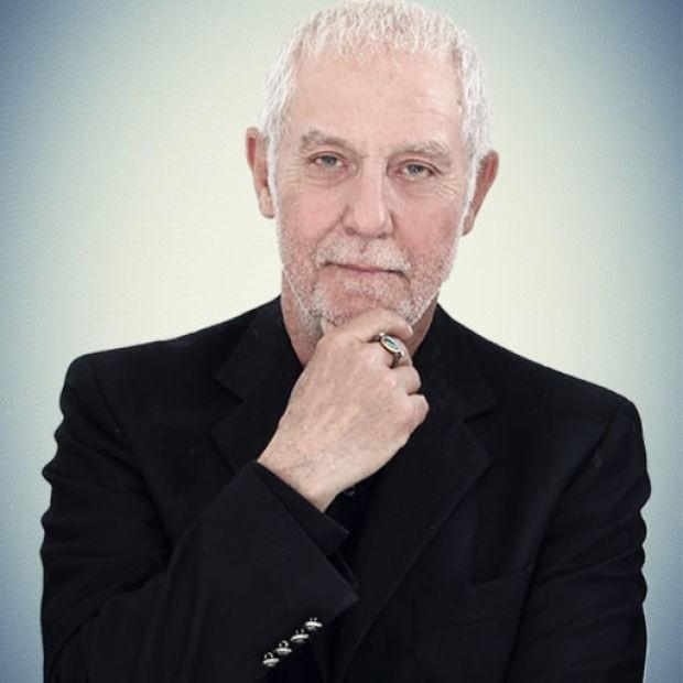 Başrollerini Erkan Petekkaya, Ebru Özkan Saban, Barış Falay ve Mine Tugay'ın paylaştıkları 'Paramparça' dizisinin oyuncu kadrosuna İlhan Şeşen katıldı