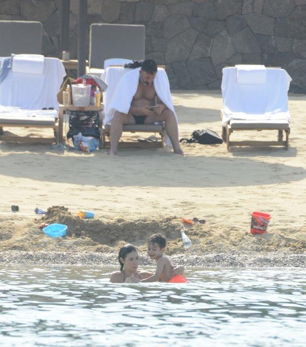 Cem Yılmaz eski eşi Ahu Yağtu ve oğlu Kemal'le tatilde