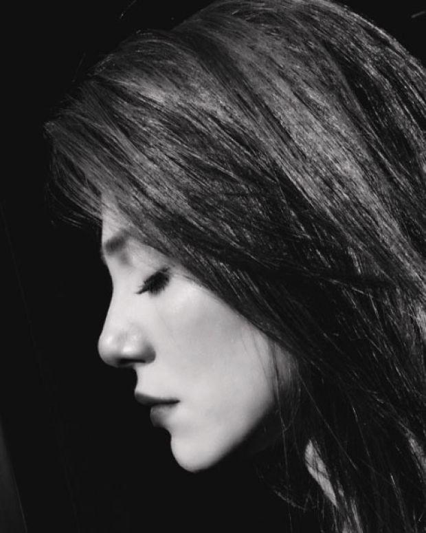 Kiralık Aşk dizisi ile adını geniş kitlelere duyuran Elçin Sangu başarılı oyunculuğu kadar güzelliği ile de adından söz ettiriyor.