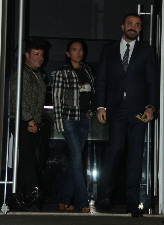 Ünlü şarkıcı Demet Akalın, eşi Okan Kurt ve Fatih Ürek ile yemekteydi.