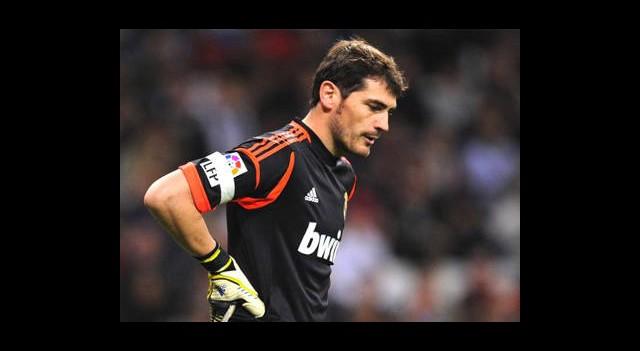 Casillas'ın Eli Kırıldı