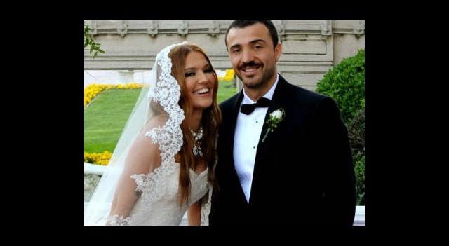 İşte Demet Akalın'ın Düğün Hediyesi!