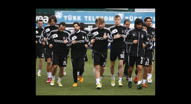 Beşiktaş'tan 10 Eksikle İdman