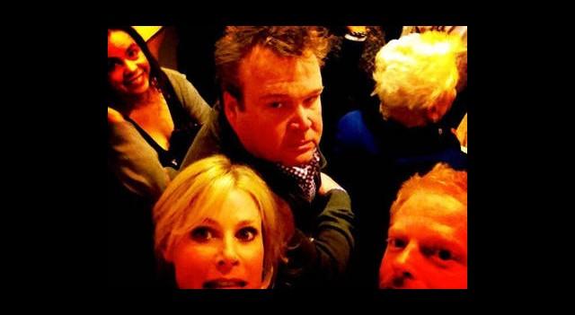 Oyuncular Asansörde Kaldı!
