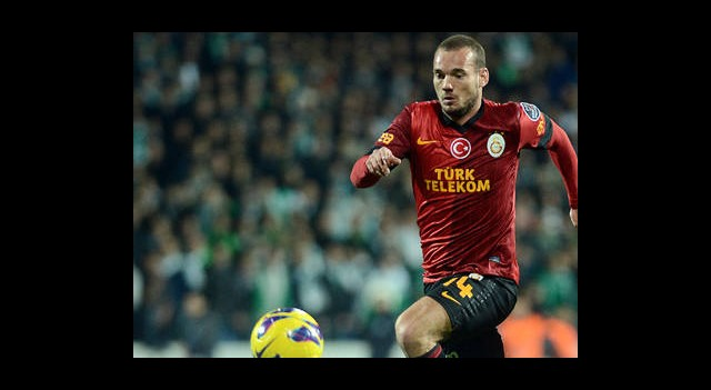 Sneijder Siftah Yaptı