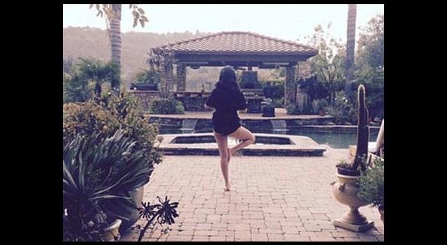 Selena Gomez de yogaya başladı
