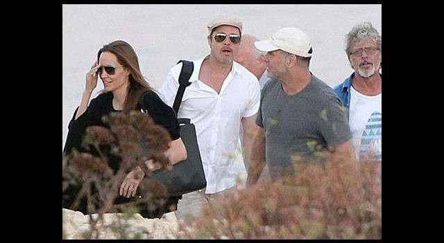 Brad ve Angelina görevde