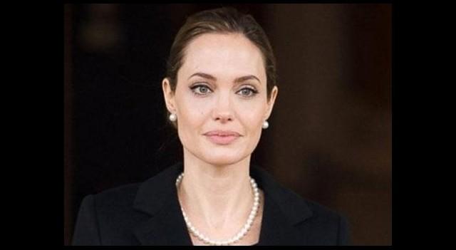 Angelina Jolie yeniden ameliyat olacak!...