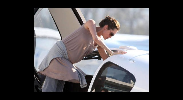 Angelina Jolie'ye Moral Uçuşu!