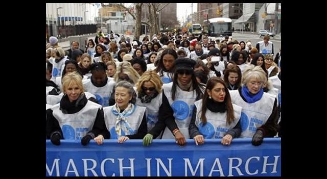 Ünlü kadınlar, şiddete karşı yürüdü