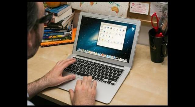 MacBook Kamerası Sizi Gözetliyor Olabilir!