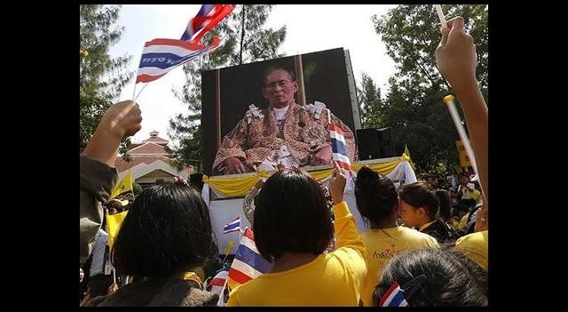 Tayland Kralı'ndan Birlik Çağrısı